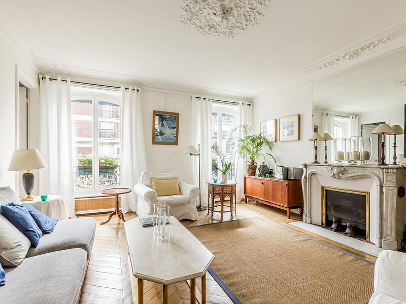 Park Monceau/100m2/4rooms/2bedrooms/2bathrooms/equipped kitchen/Parisian charm, vacation rental in Levallois-Perret