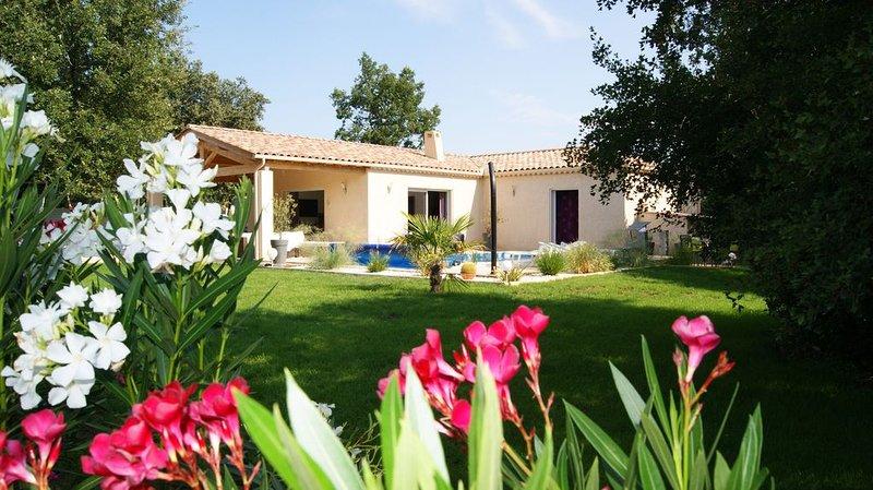 Belle Villa avec jardin et piscine privative  pour 6 personnes, holiday rental in Mejannes-le-Clap