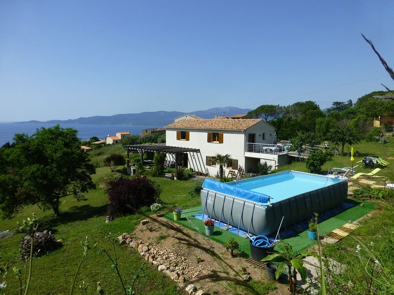 F3 of 80m², swimming pool with sea and mountains Arrival possible week, location de vacances à Calcatoggio