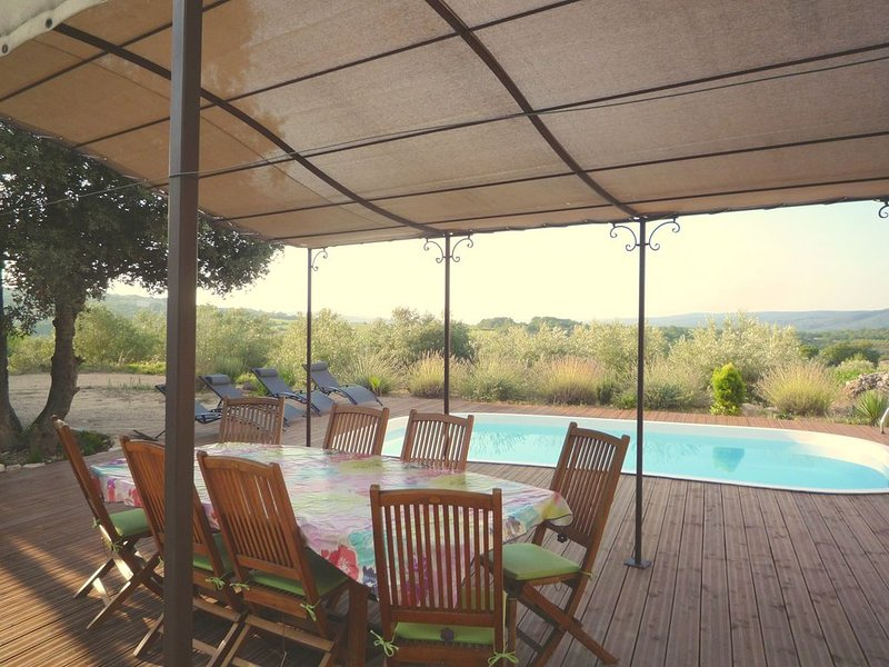 Gite neuf Sud Ardèche dans corps de ferme vigneronne en pierre, holiday rental in Barjac