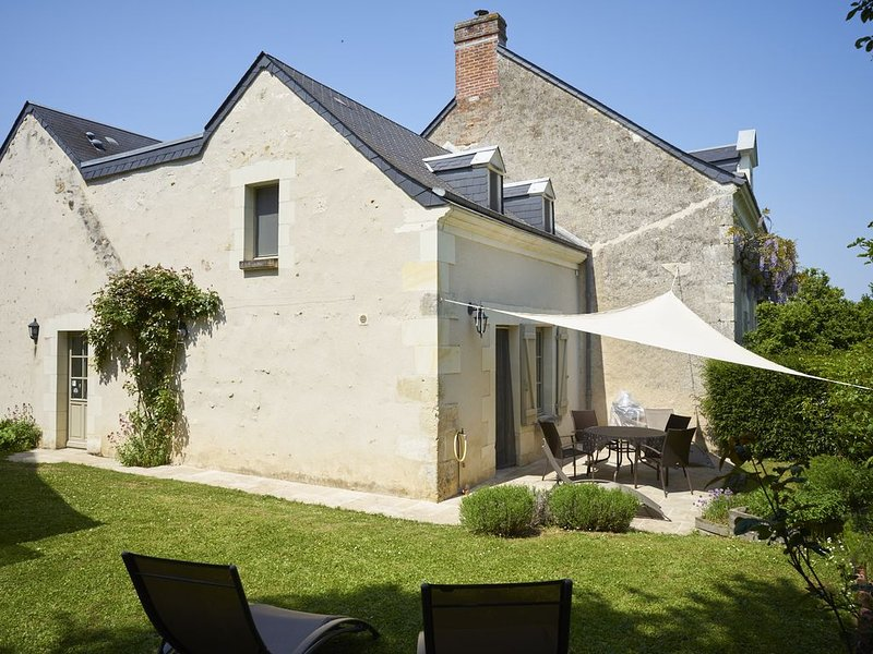 The Blue Bee - *** house - 4/6 people - Azay-le-Rideau, holiday rental in Langeais