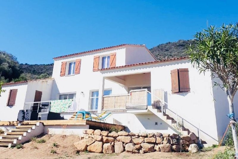 Villa récente 150 m² avec vue mer à Sagone, plage à 800 mètres, holiday rental in Sagone
