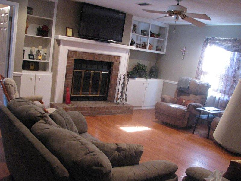 ❤️*Bigger, Better, Best* 3000 Sq. Ft  5 Bedrooms.   3 1/2 baths — Beds for12, aluguéis de temporada em Tuskegee