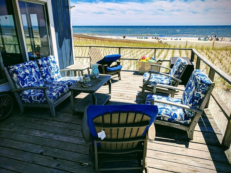 Oceanfront Paradise in Robbins Rest, casa vacanza a Lindenhurst