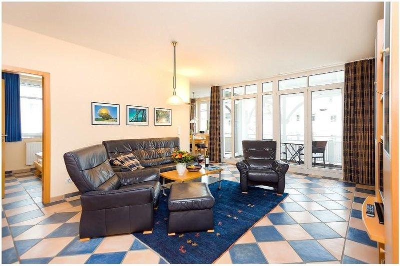 Strandnähe-3 Raum-Ferienwohnung mit Balkon im Zentrum von Binz-Villa Hildegard-A, holiday rental in Ostseebad Binz