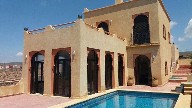 Villa haut standing à Mirleft,Front de Mer avec piscine privée sans Vis à Vis, vacation rental in Mirleft
