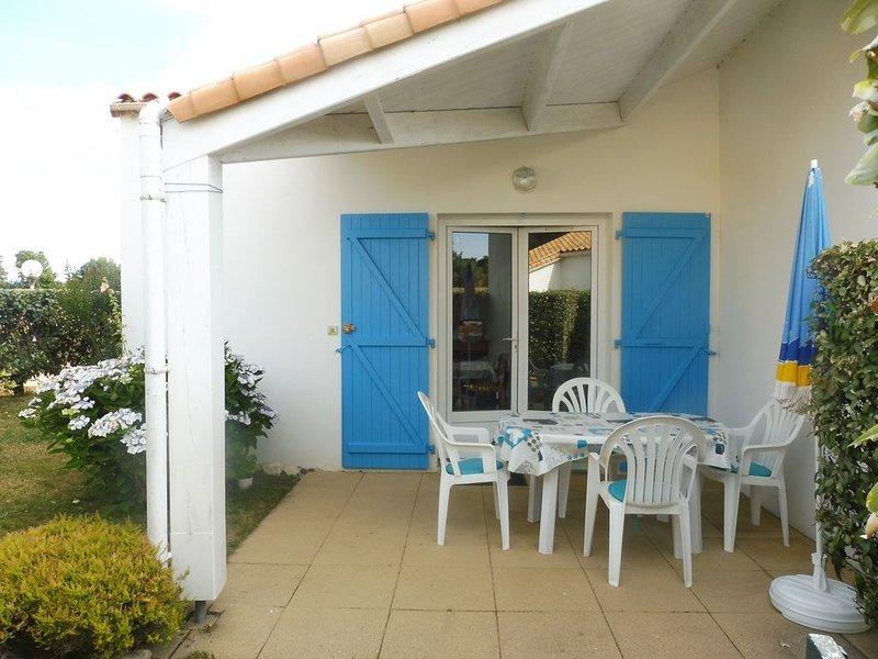 MAISON 2* PISCINE DS LA RESIDENCE MER 900M jardin clos LIBRE DU 22/8 au 29/8, holiday rental in Jard-sur-Mer