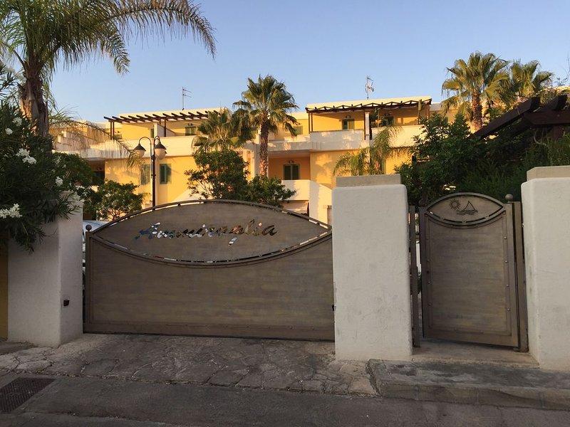 Villetta in residence ideale per famiglie a 5 minuti a piedi dalle spiagge, holiday rental in Gallipoli