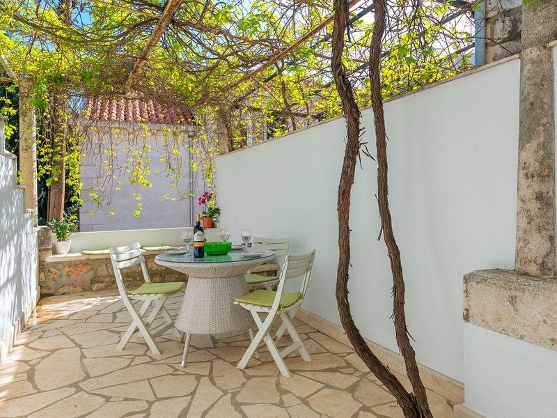 Lovely Terrace, Perfect Location: 3 Minute Walk to Old Town and Beach, holiday rental in Dubrovnik