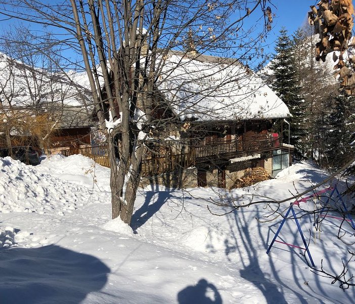 Chalet rated 4 *, quiet and near the ski lifts and slopes, holiday rental in Hautes-Alpes