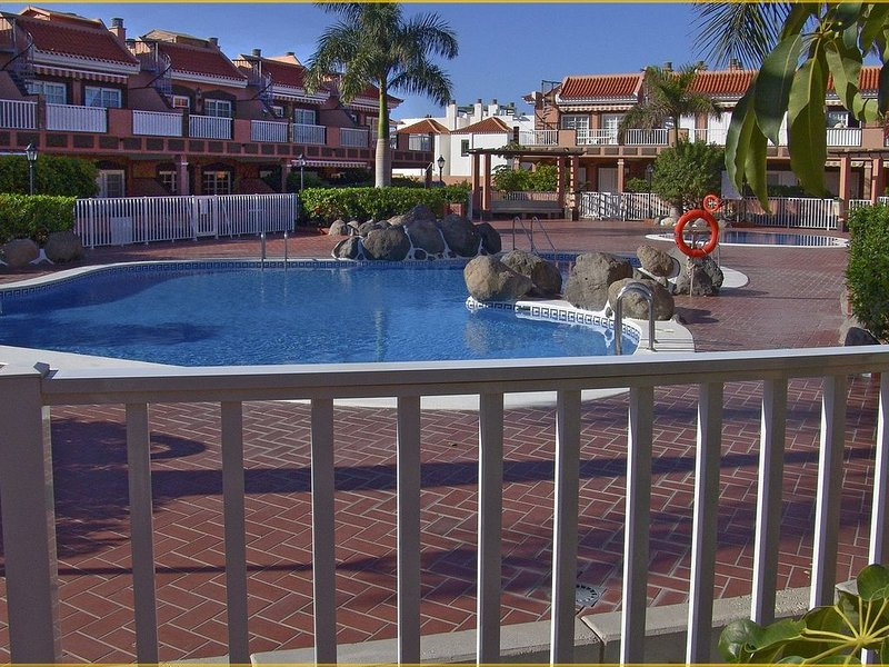 Luxury 2 bedroom Apartment, Tenerife, holiday rental in Costa del Silencio