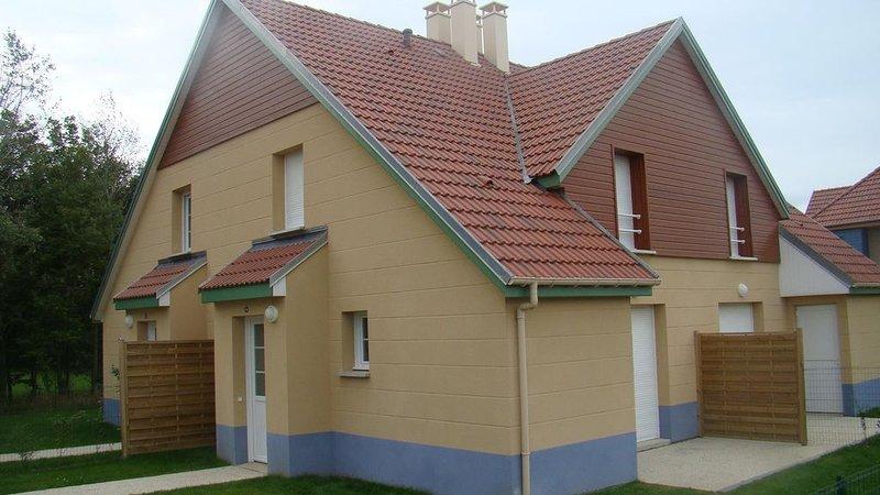 Maison proche du centre ville dans quartier calme et agréable, holiday rental in Estreboeuf