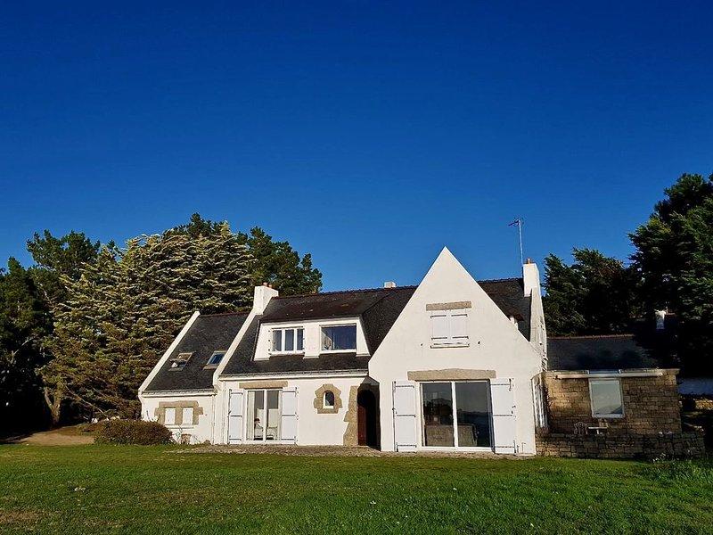 Grande villa vue exceptionnelle sur mer face au chenal de la Trinité sur Mer., aluguéis de temporada em Saint-Philibert