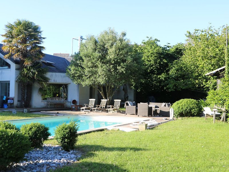 Large house with heated pool, holiday rental in Saint-Alban