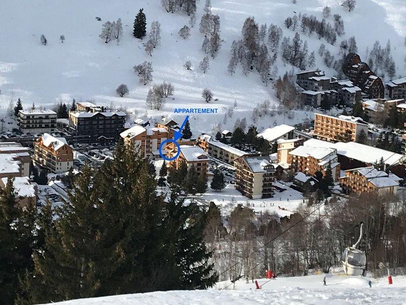 3 pièces rénové,  coeur station, pied des pistes, calme et ensoleillé (expo sud), alquiler vacacional en Mont-de-Lans