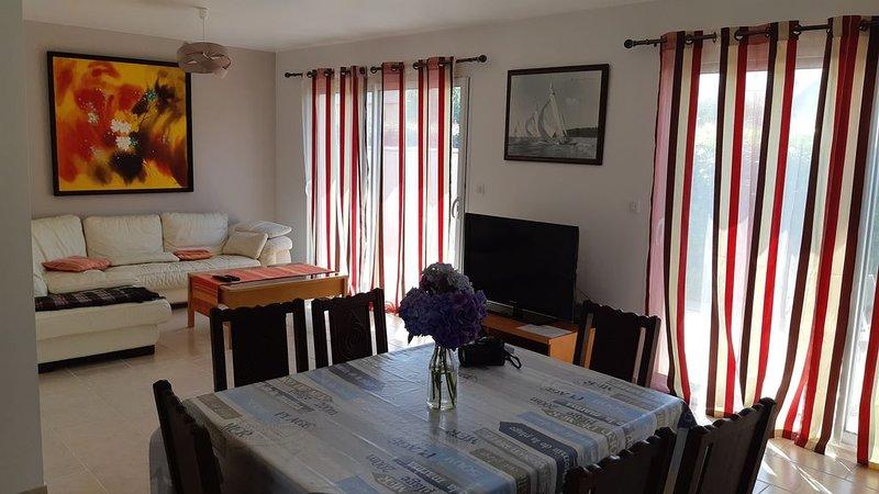 Maison recente, tout confort, dans un quartier calme et boisé, près de la mer., vakantiewoning in Finistere