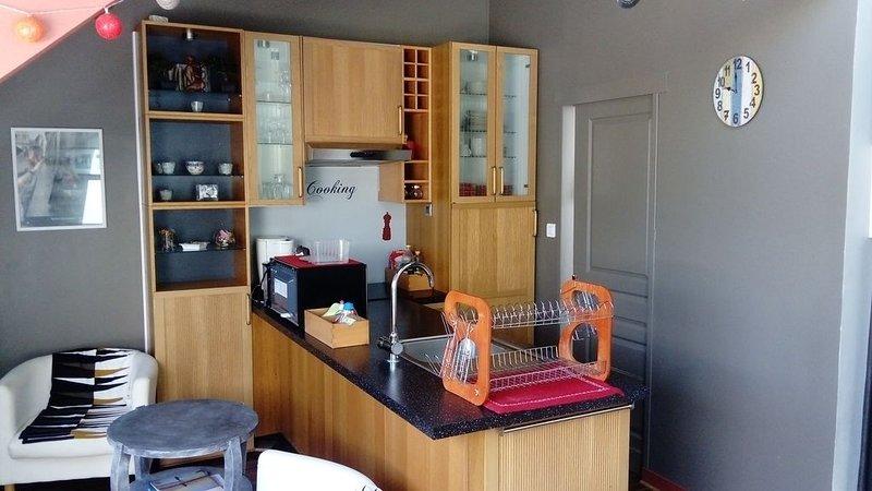 Charmant Appartement, à Mers les Bains, à 75m de la plage, 50m de tous commerces, vacation rental in Somme