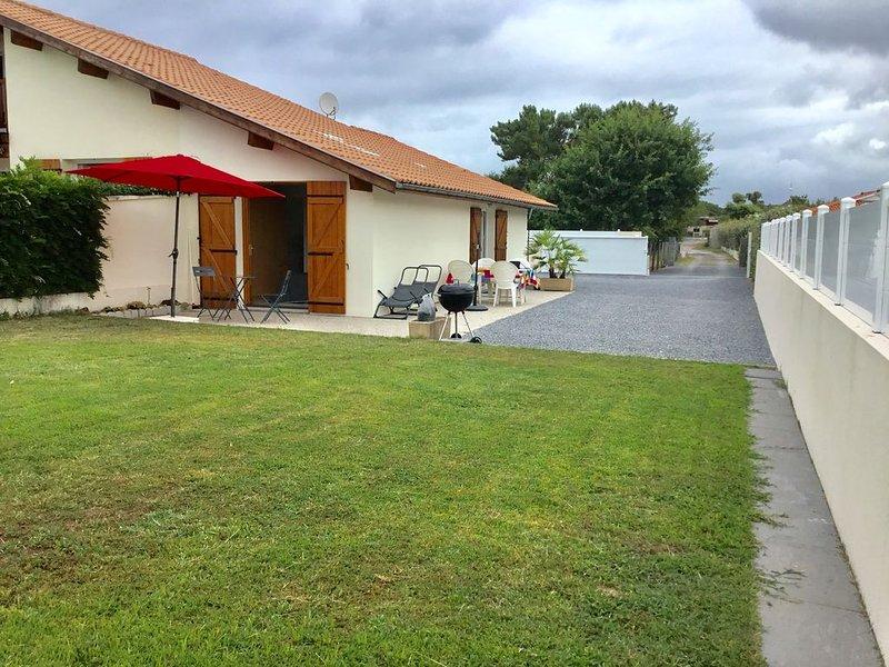 BISCARROSSE BOURG/MAISONNETTE NEUVE POUR 2 PERSONNES COUR PRIVEE 3 ETOILES, location de vacances à Biscarrosse