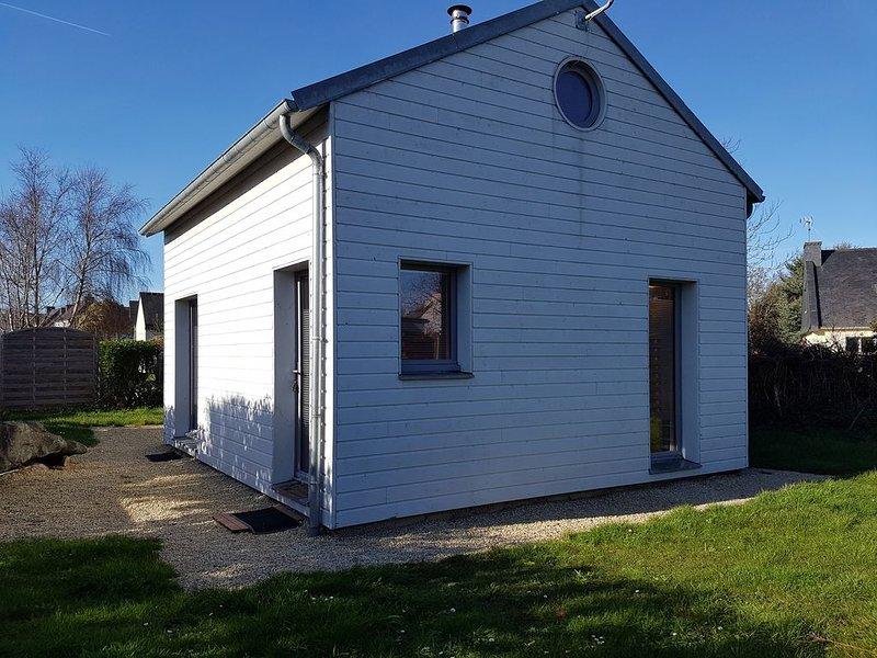 Trégastel maison bois sur la côte de granit rose à 300m du bord de mer, wifi., holiday rental in Cotes-d'Armor