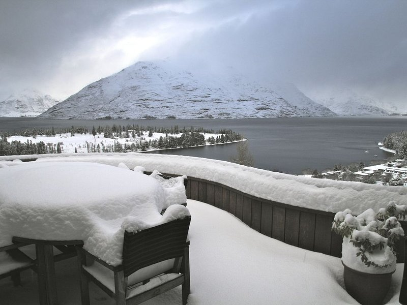Spectacular Holiday Home in Queenstown New Zealand, holiday rental in Queenstown