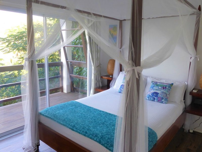 The Cardiff apartment , luxurious, ultimate privacy, stunning views, holiday rental in Marigot Bay
