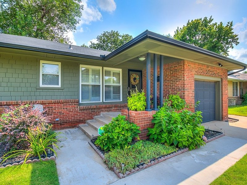 Five Star Property Okc!  3 Bed Centrally Located/for Home Away And Vrbo Guests, vacation rental in Nichols Hills
