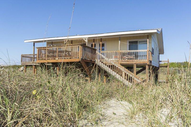 Palermo: 4 BR / 2 BA home in Caswell Beach, Sleeps 12, location de vacances à Caswell Beach