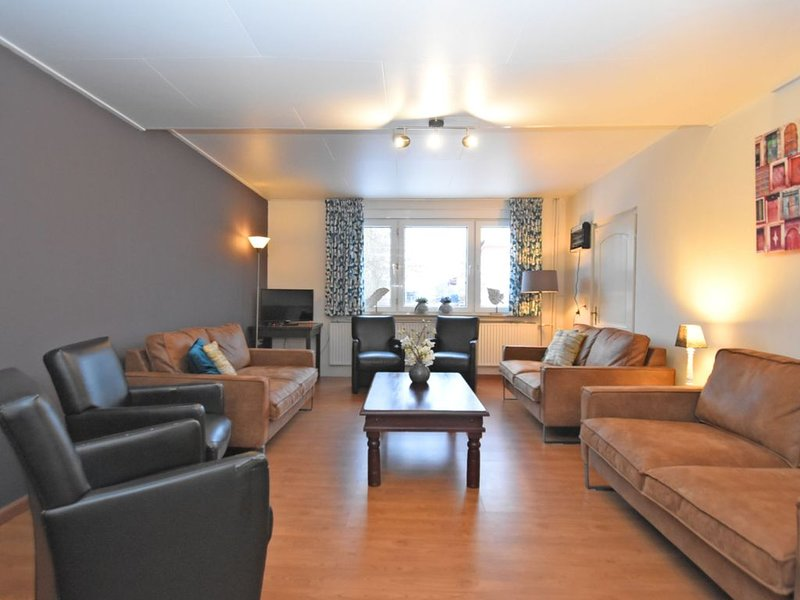 A beautiful group accommodation for 14 people with Jacuzzi and sauna, holiday rental in Vohl