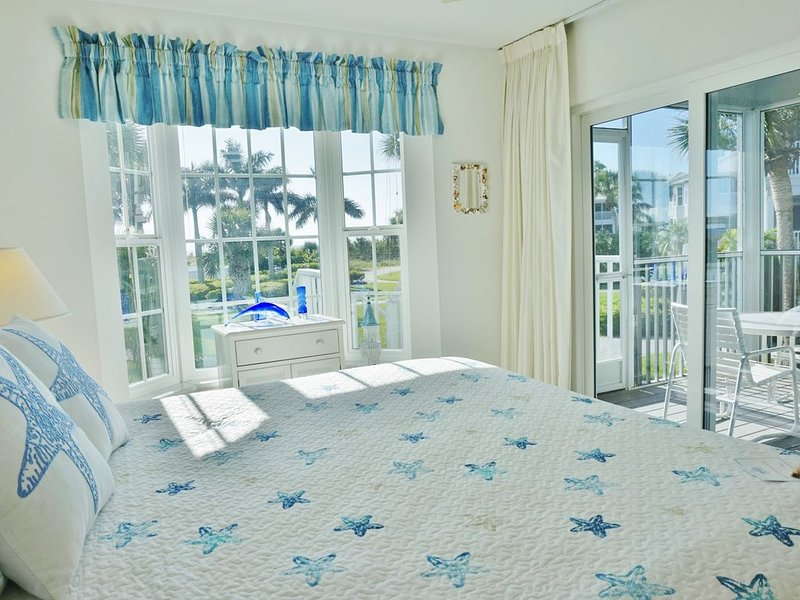 Eye catching nice two bedroom near the Pool with a Nice Gulf view too! B3313B, alquiler vacacional en Cape Haze