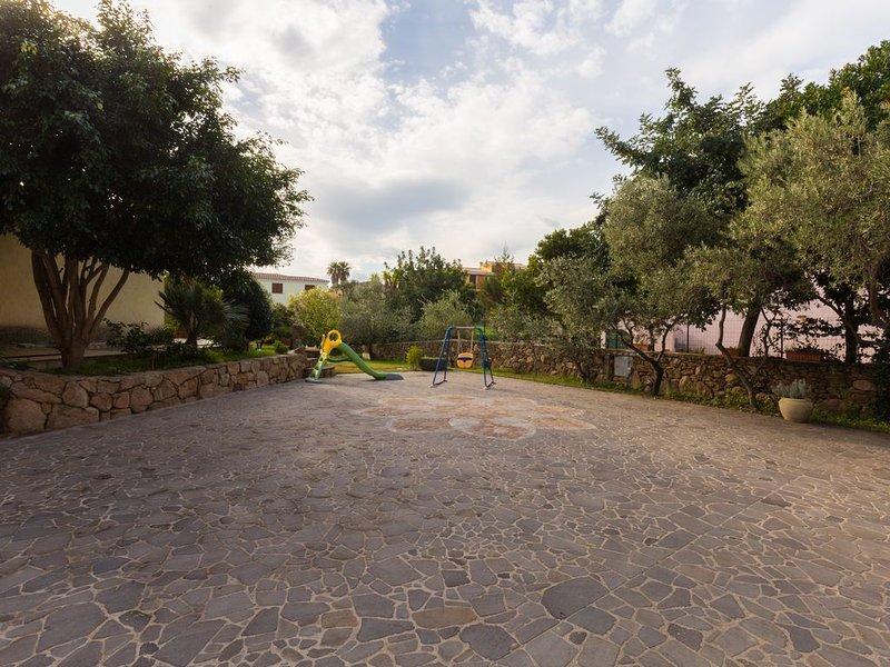 Trilocale con veranda vista mare, alquiler de vacaciones en Budoni