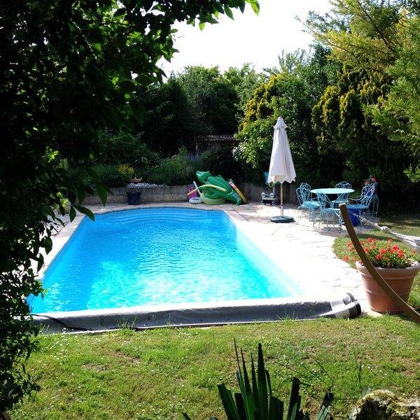 Chambres d'hôtes avec piscine privative situées en région centre près de Beaune, holiday rental in Beaune-la-Rolande
