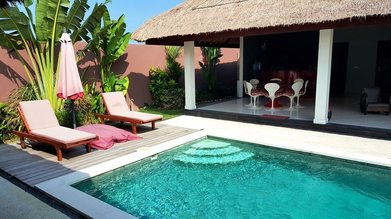 $-35% CANGGU Designer Villa 4BR + Pool + SUNDECK + STAFF + WIF! 10 mins to BEACH, alquiler de vacaciones en Tibubeneng