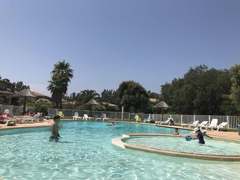 2/3pièces dans rés. avec piscine à 10mn en  voiture de Porto Vecchio prox plage, location de vacances à Lecci