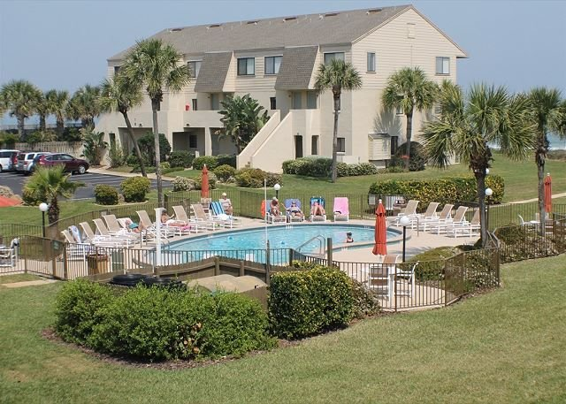 Ocean View Condo, Wifi, 4 heated pools, Tennis Courts, Shuffleboard, WIFI, vacation rental in Saint Augustine Beach