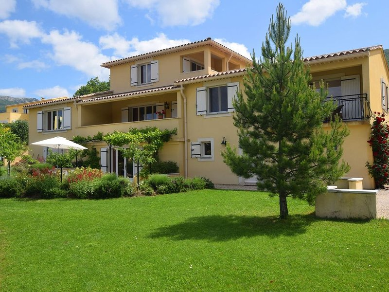Charming Apartment in Montbrun-les-Bains with Balcony, vacation rental in Sault