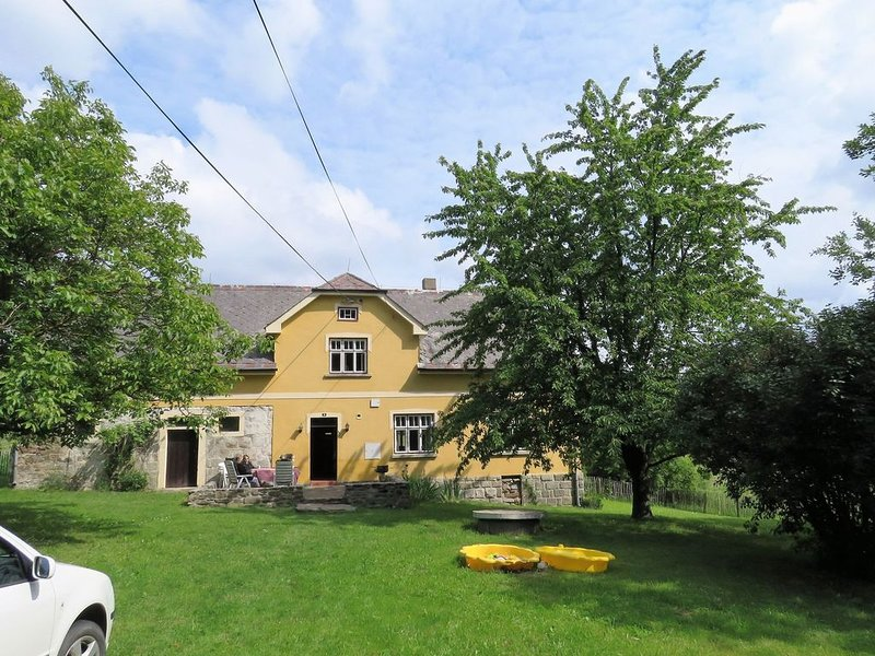 Charming renovated holiday home located in the midst of the lovely nature of the, holiday rental in Neustadt an der Waldnaab