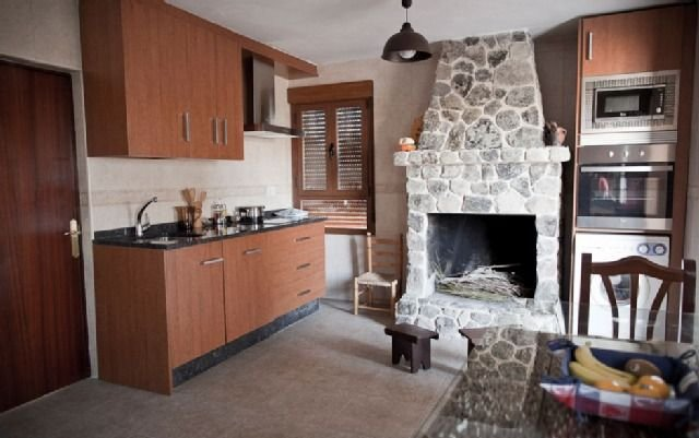 Casa Rural La Carrascala para 4 personas, aluguéis de temporada em Losacio