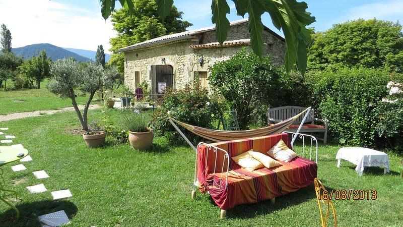 La Grange aux oiseaux, gîte à Comps en Drôme Provençale situé en pleine nature., holiday rental in Bourdeaux