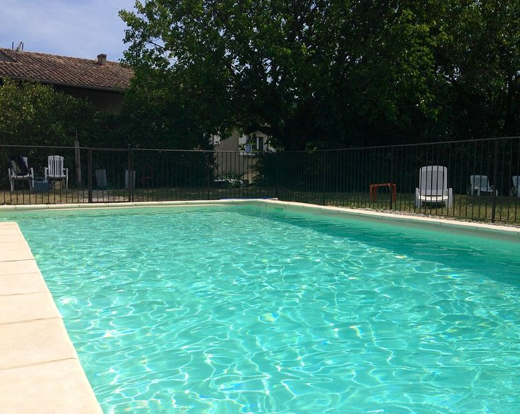 Grande maison pour 10 personnes avec piscine, holiday rental in Gras