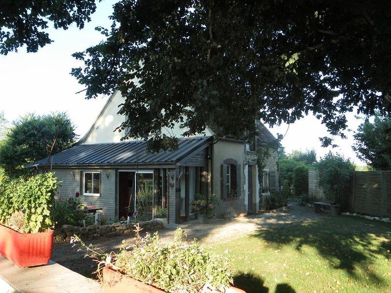 CHARMANTE MAISON DE CAMPAGNE, holiday rental in Saint-Germain-des-Grois