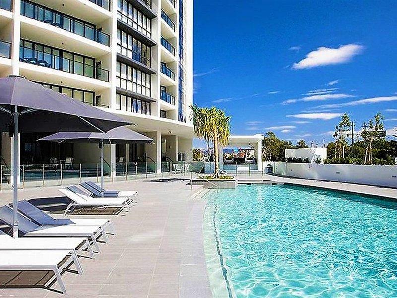 SIERRA GRAND 3 Bedrooms 2 Bathrooms, vacation rental in Broadbeach