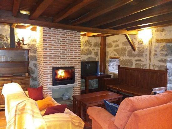 Casa rural (alquiler íntegro) Las Henrenes para 8 personas, holiday rental in Pradosegar