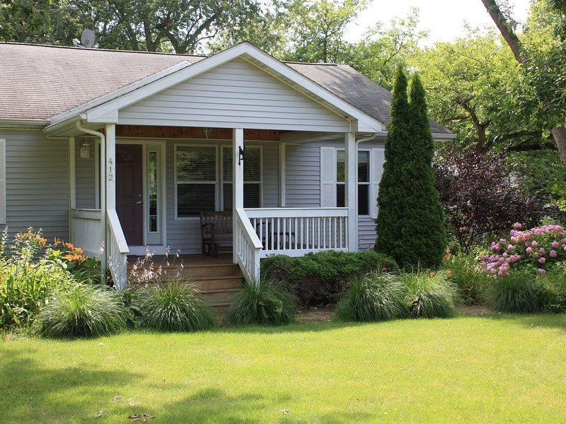 3 Bedroom Cottage- walking distance to beach & downtown New Buffalo- Come Enjoy!, alquiler de vacaciones en New Buffalo