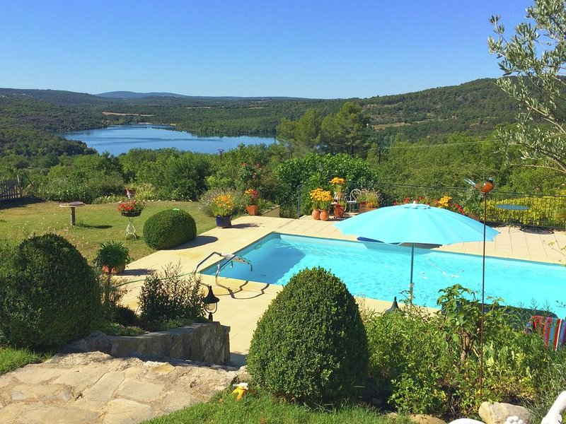 Attractive gite with private swimming pool and vast views across Lac du Verdon, location de vacances à Saint-Laurent du Verdon