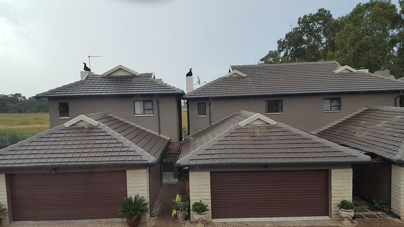 Beautiful Urban Townhouse In A Wonderful, Safe Neighbourhood, vacation rental in Centurion