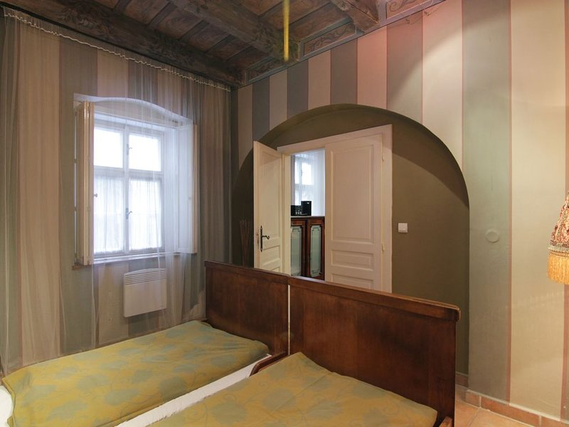 Large 1 bedroom apartment near Charles Bridge, casa vacanza a Unhost