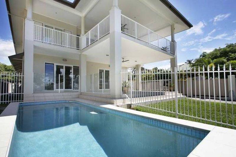 67Casuarina Beach House, holiday rental in Holloways Beach