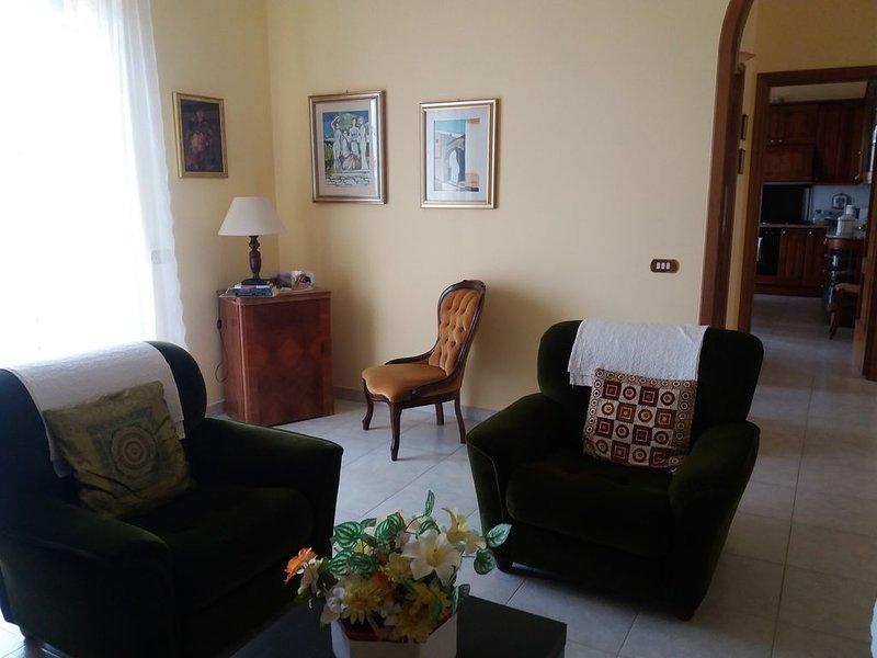 Villa Delia  - Spazioso ed elegante appartamento tranquillo, vacation rental in Lorica
