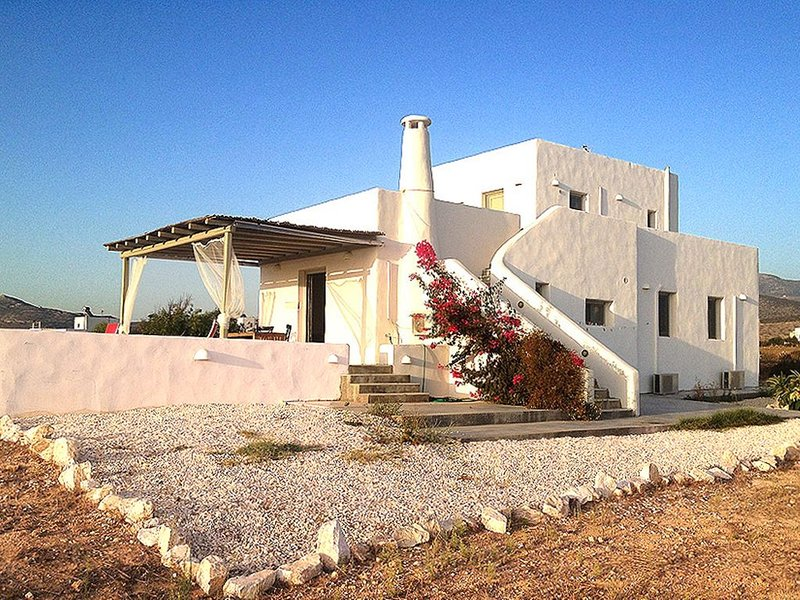 PAROS HOUSE - A Peaceful Private Villa with Amazing Sea & Sunset View, location de vacances à Pounta