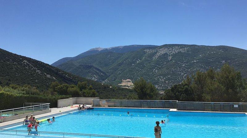 Bastidon, piscine avec vue imprenable sur le Mont Ventoux, holiday rental in Eygaliers